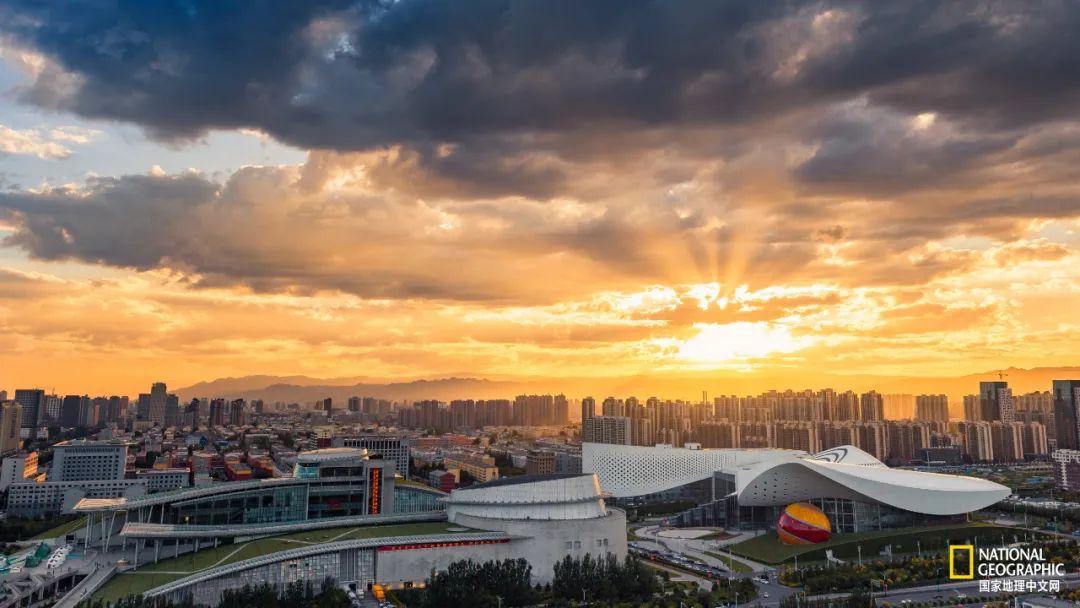 内蒙古博物馆、科技馆落日