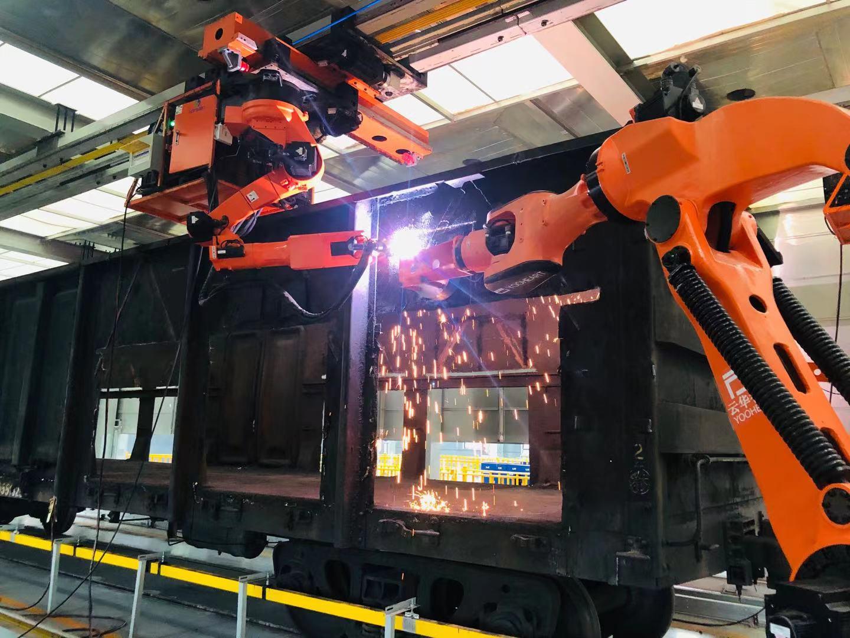 (机器人自动切割报废铁路货车 图片来源:中国铁物)