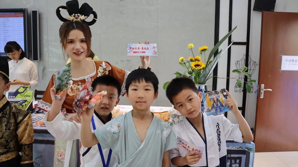 """杭州市下沙第一小学推出""""六一""""主题活动,带孩子们过""""穿越""""式儿童节"""
