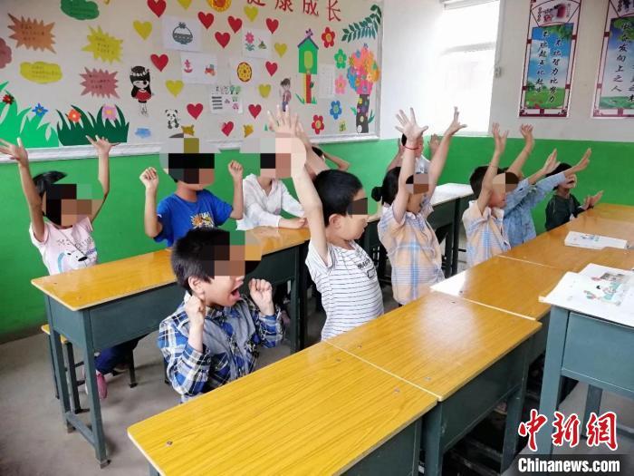 孩子们正在上课。 受访者供图