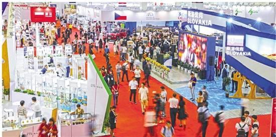 首届中国—中东欧国家博览会暨国际消费品博览会展会现场