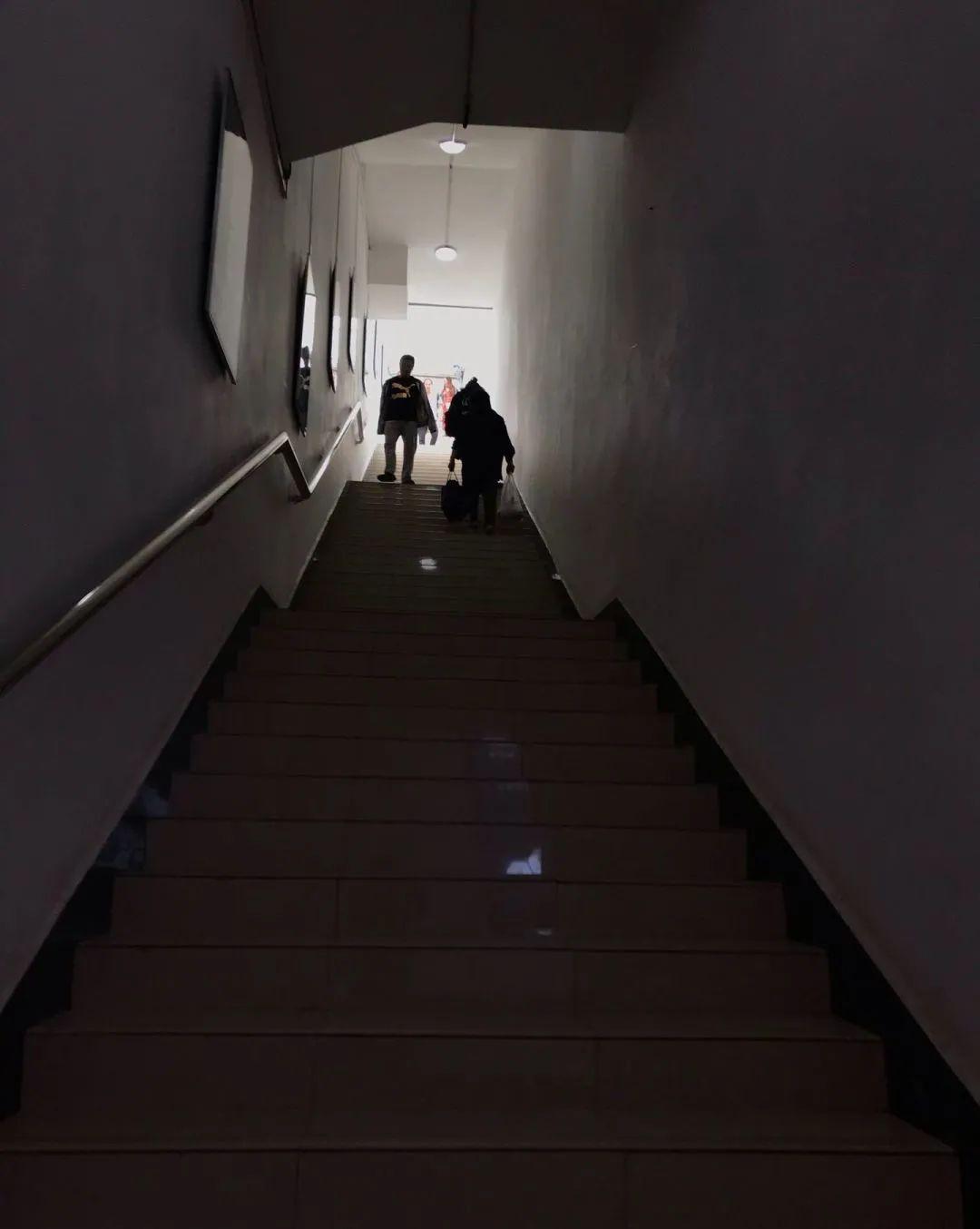 找到正确出口以前,又有谁能知道自己会在这种楼梯上爬上爬下几回 图 | 知乎