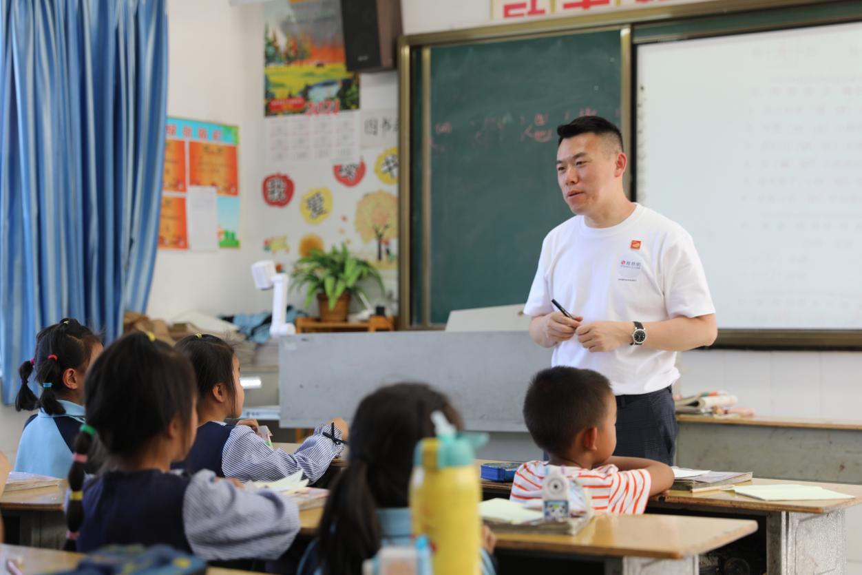 刘健艺术钢琴学校创始人刘健讲授音乐知识