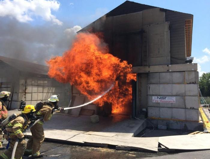 科学家设计P-Flash人工智能系统 可向消防员发出闪燃警告