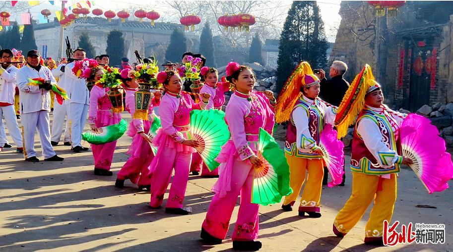 每年农历正月十七,井陉县东南正村的传统庙会上,村民都会扭起井陉拉花。 武风文摄