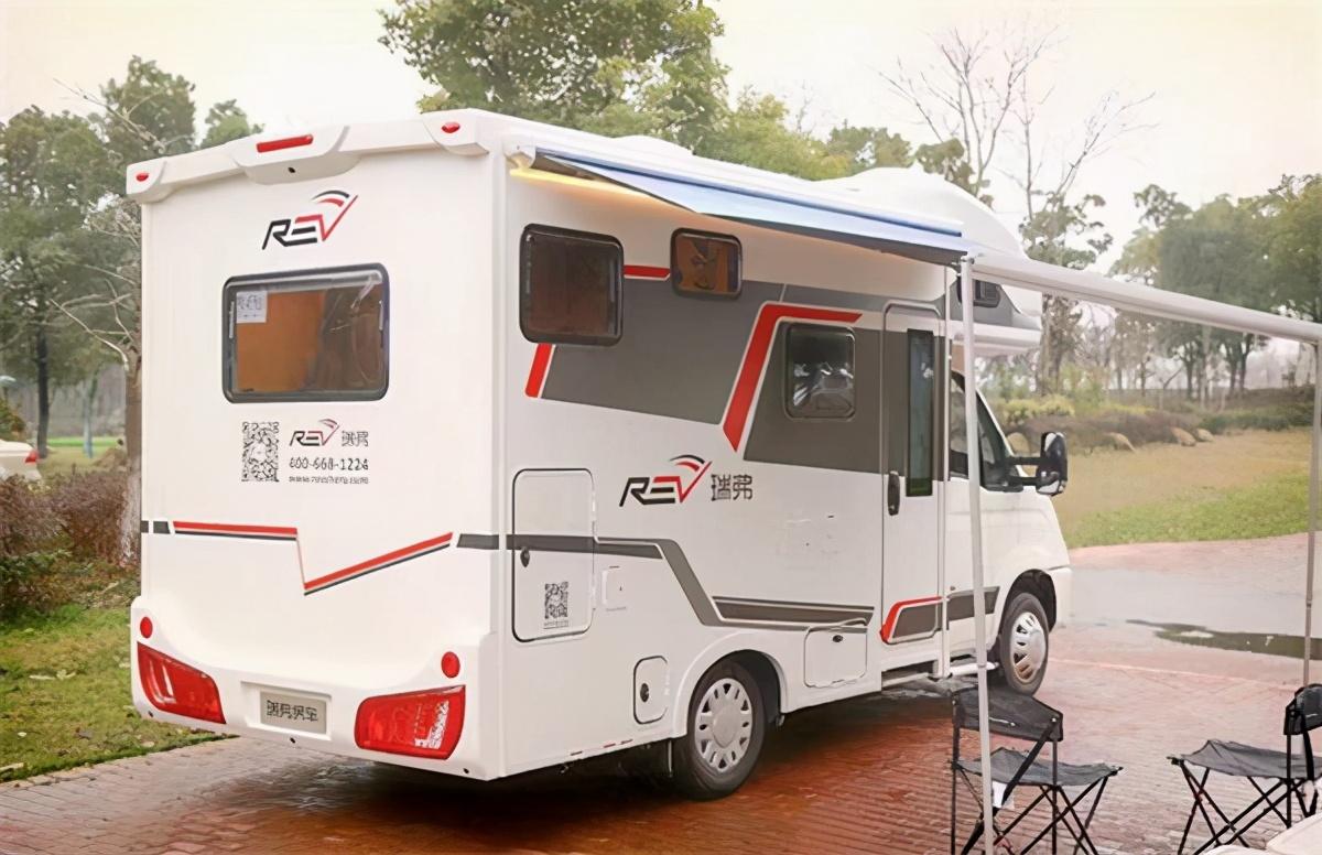 环保且舒适C型房车 中美合资瑞弗V810单拓展