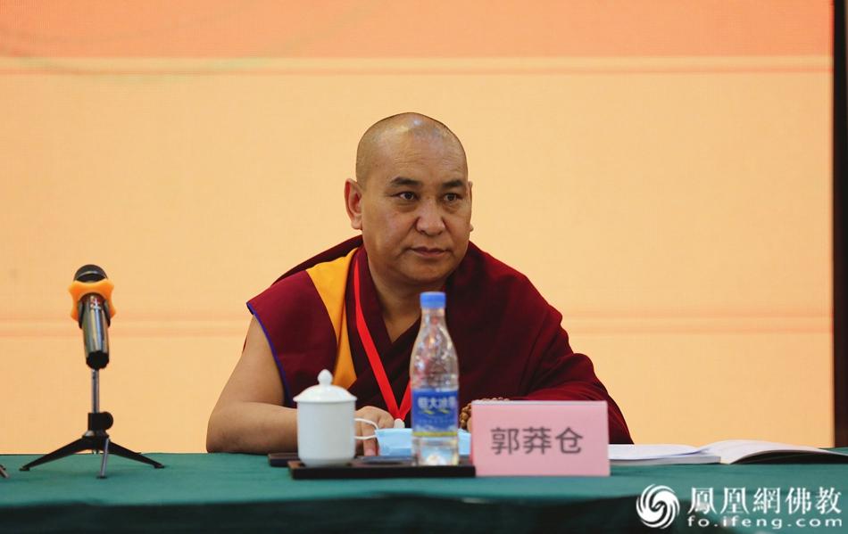 郭莽仓出席活动,并宣读《关于加强佛教教职人员管理的通知(建议稿)》(图片来源:凤凰网佛教 摄影:王子轩)