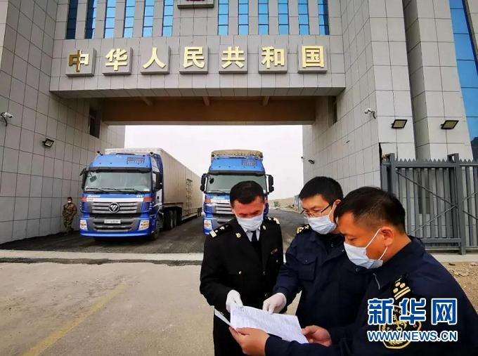 捷时特物流有限公司货运车辆接受海关检查(受访者供图)