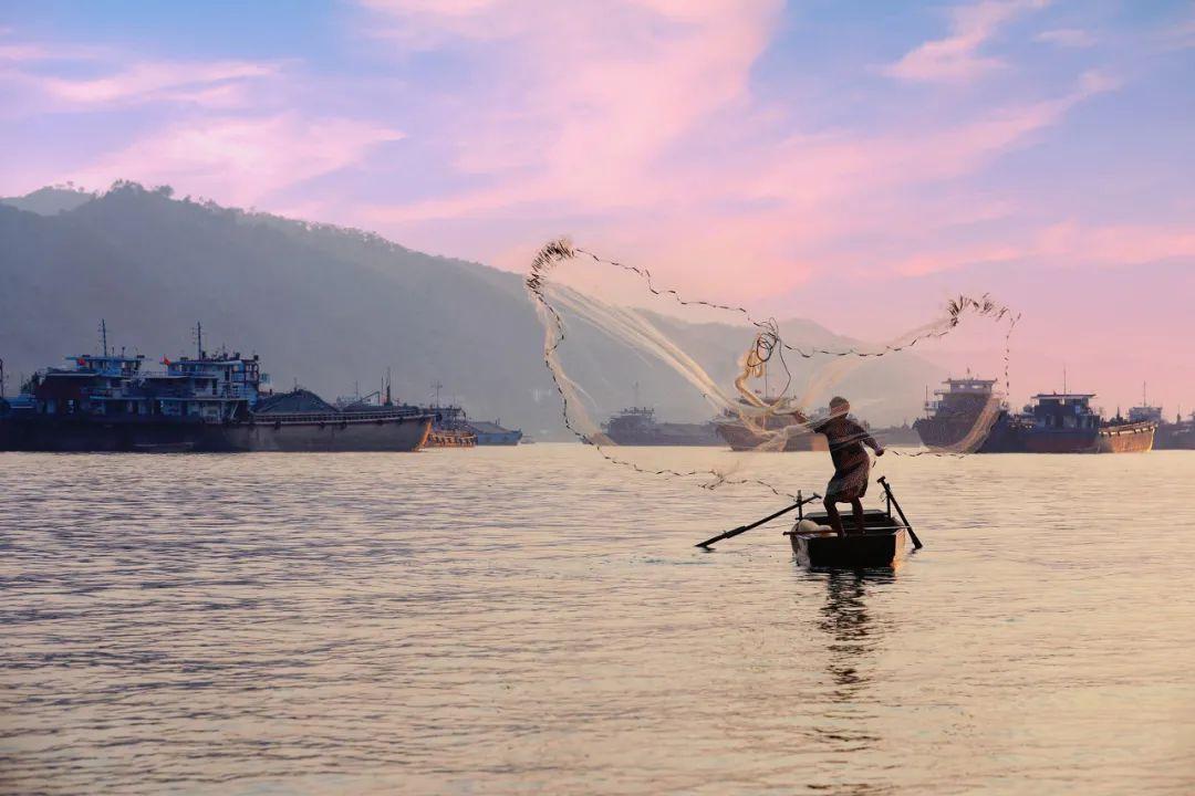 △狩渔于珠江之上,是一幅美好山水图。/图虫创意