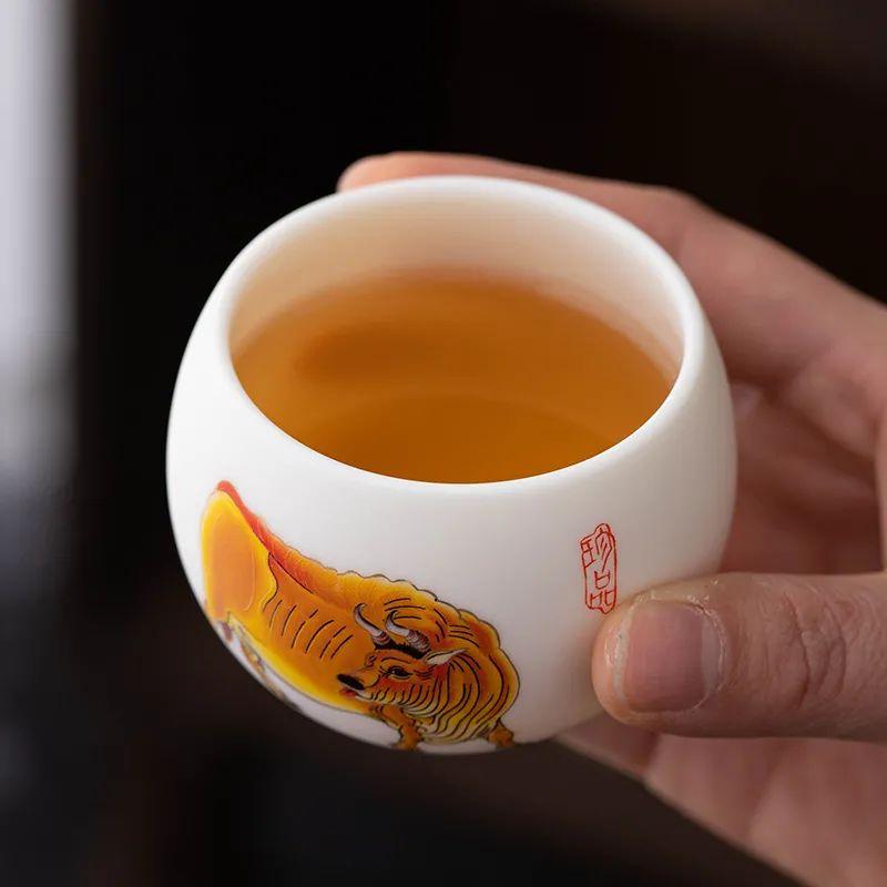 """素烧白瓷""""五牛图""""羊脂玉瓷杯,内敛不失沉稳,低调难掩奢华"""
