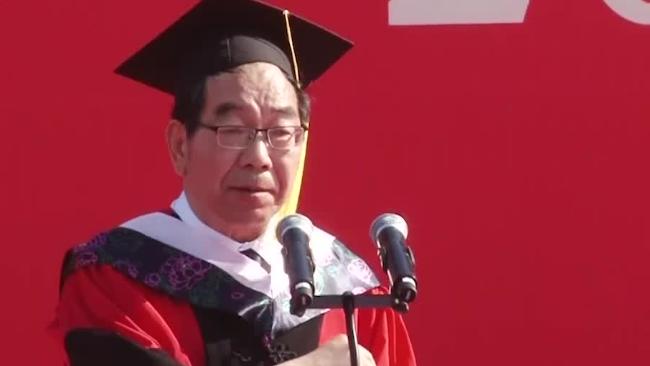 河南大学教授毕业致辞金句频出:躺平的了初一 躺平不了十五