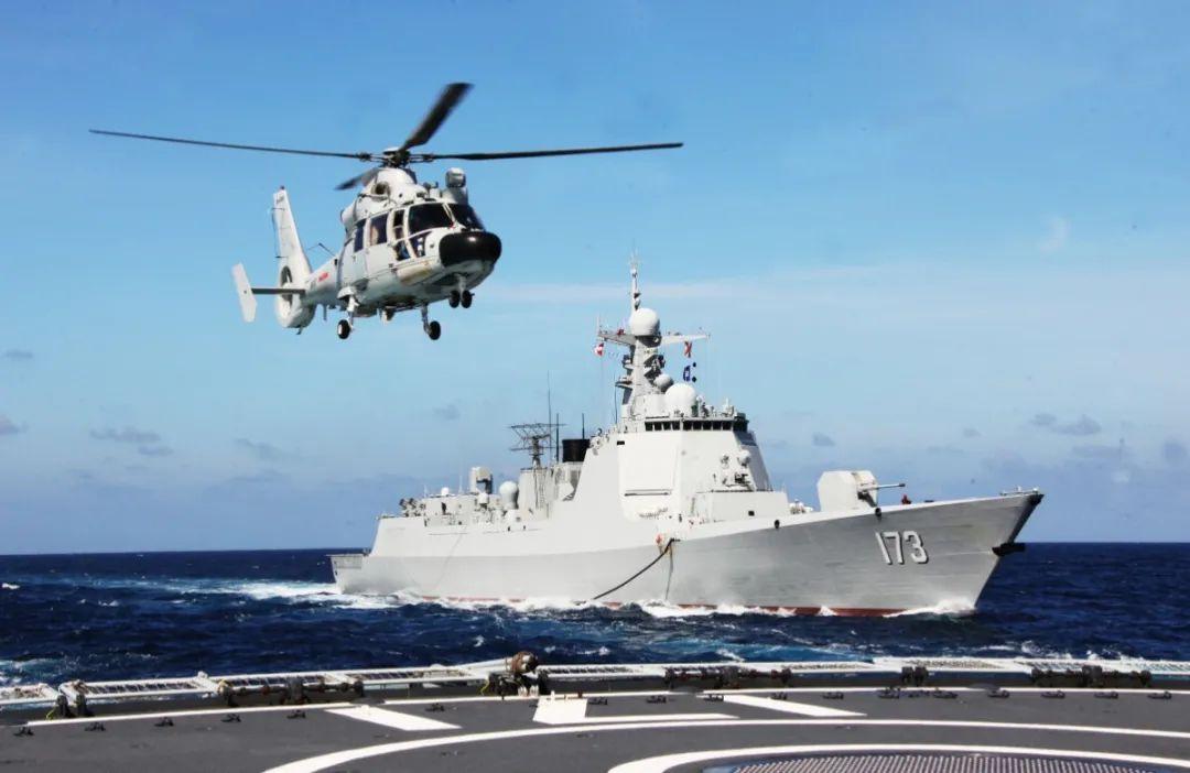 我海军第37、38批护航编队在亚丁湾举行任务交接仪式