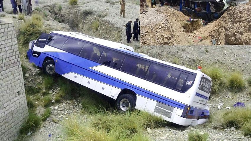巴基斯坦一巴士翻车,造成至少18人死亡、30人受伤