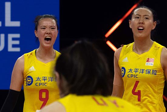 """离开国际赛场一年半,""""四连败""""中国女排到底怎么了"""
