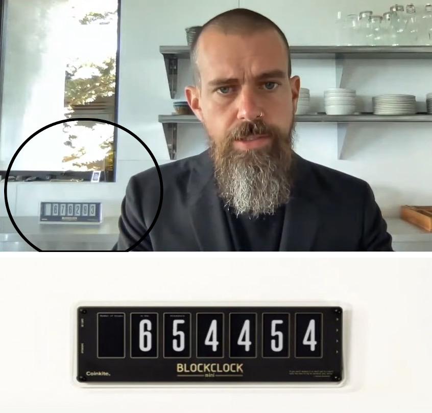 Jack Dorsey家里的比特币时钟,图片截自于网络视频