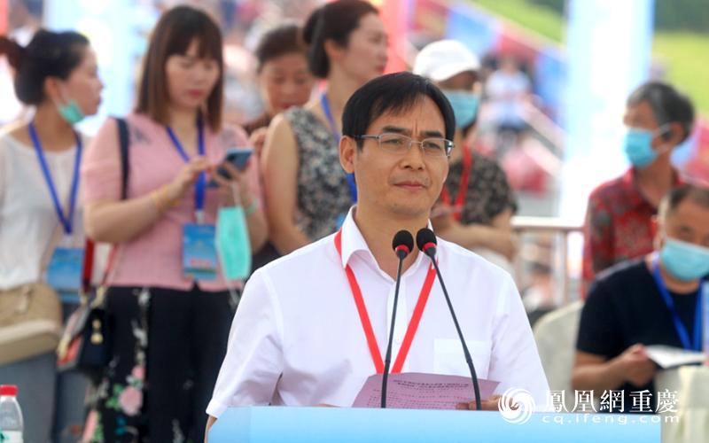 潼南区委常委、宣传部长何礼兵主持开幕式