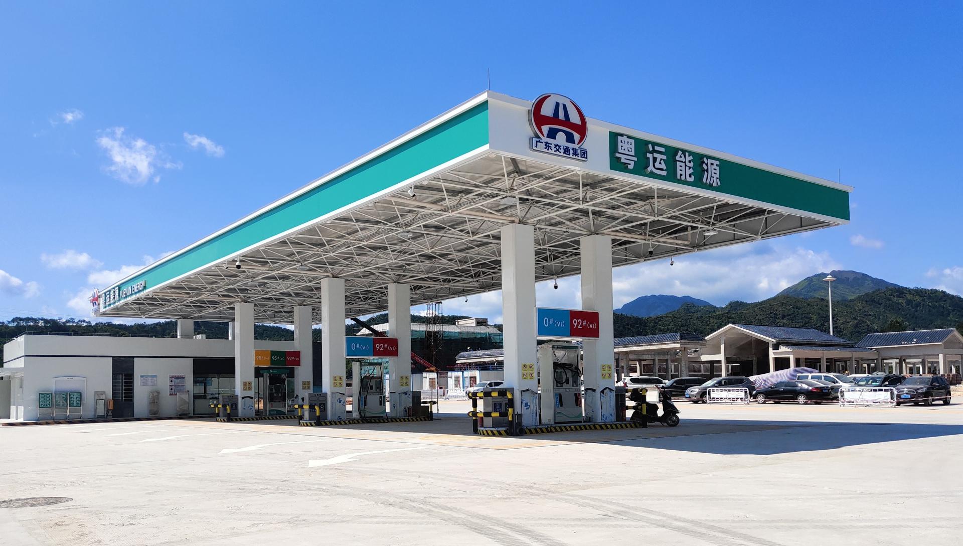平塘服务区粤运能源加油站(摄影:吴文峰)