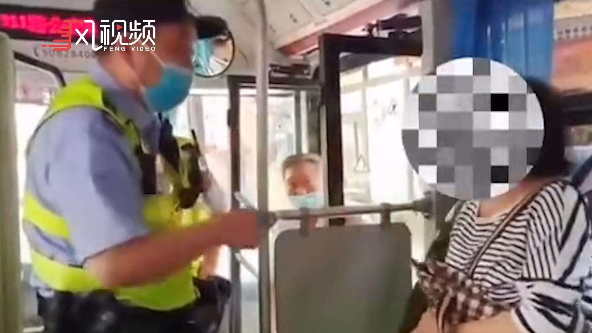 """上海阿姨坐公交车拒戴口罩 叫嚣""""我是美国人"""""""