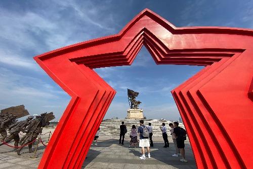 """【""""足迹""""——庆祝建党100周年】建军雕塑广场:城市雕塑永续红色血脉"""
