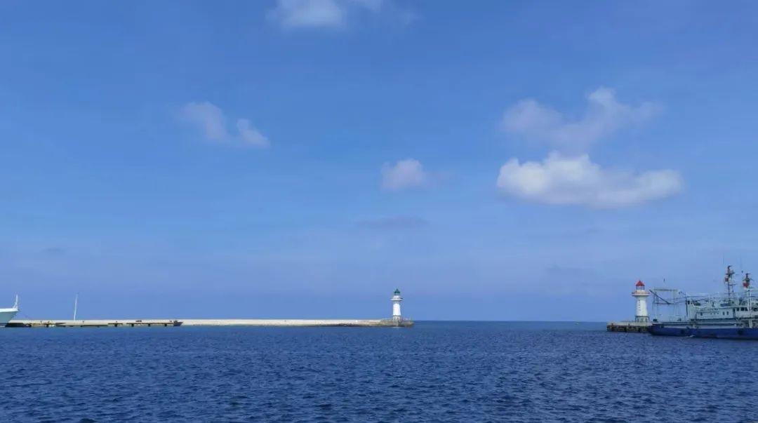 △ 目前西沙群岛中对外开放的岛屿有三个:全富岛、鸭公岛、银屿岛,公众可参加邮轮团前往。白天登岛玩,晚上宿邮轮,暂时无法住在岛上。