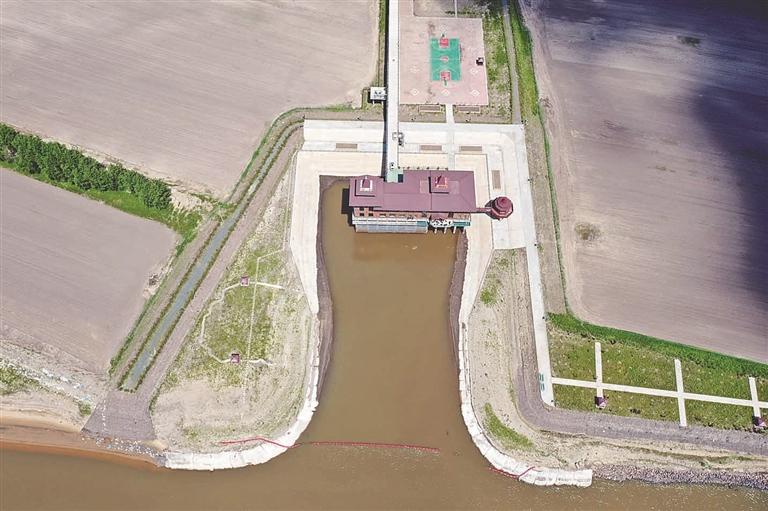 投资2.4亿元的巴彦县松花江乡提水灌区工程2018年5月建成投入使用,打造了松花江哈尔滨段第一个提水灌区。