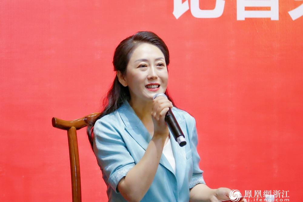 丽水市文广旅体局党组书记、局长吴飞飞接受记者提问