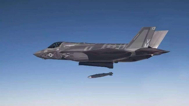 """美国以""""拒卖战机""""威胁阿联酋拆除华为设备,外交部回应"""