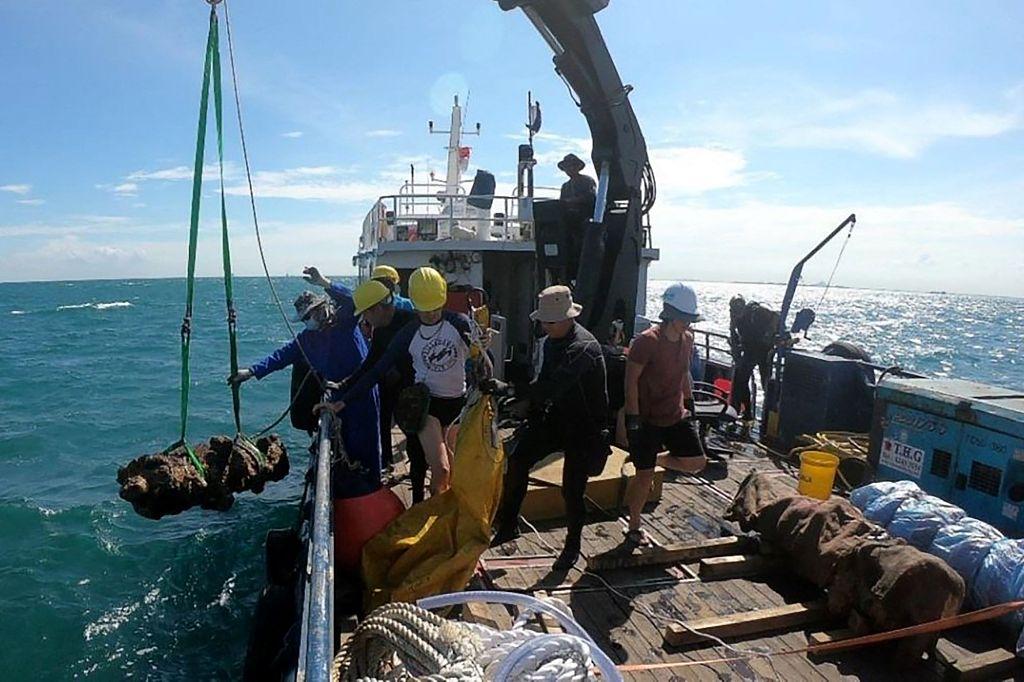 新加坡发现两艘海底沉船 内有大量中国古瓷器插图
