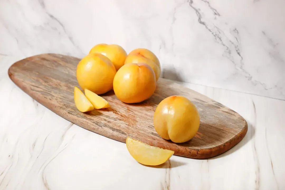尝了一口蒙阴黄油桃,治好了我对脆桃和软桃的挑剔
