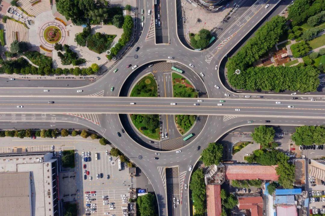 """【坐着地铁看郑州】中轴之下地铁见证城市巨变 """"轨道上的都市""""宏图正展"""