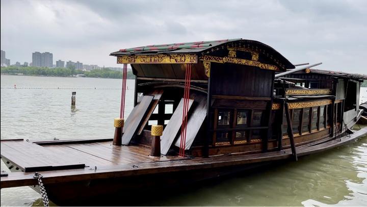 100年前,嘉兴南湖红船开启了中国共产党百年征程的第一步。图片来源于网络