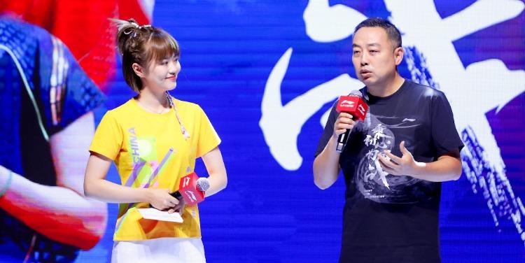 中国乒乓球队最新战袍发布 刘国梁携王楠出席发布会