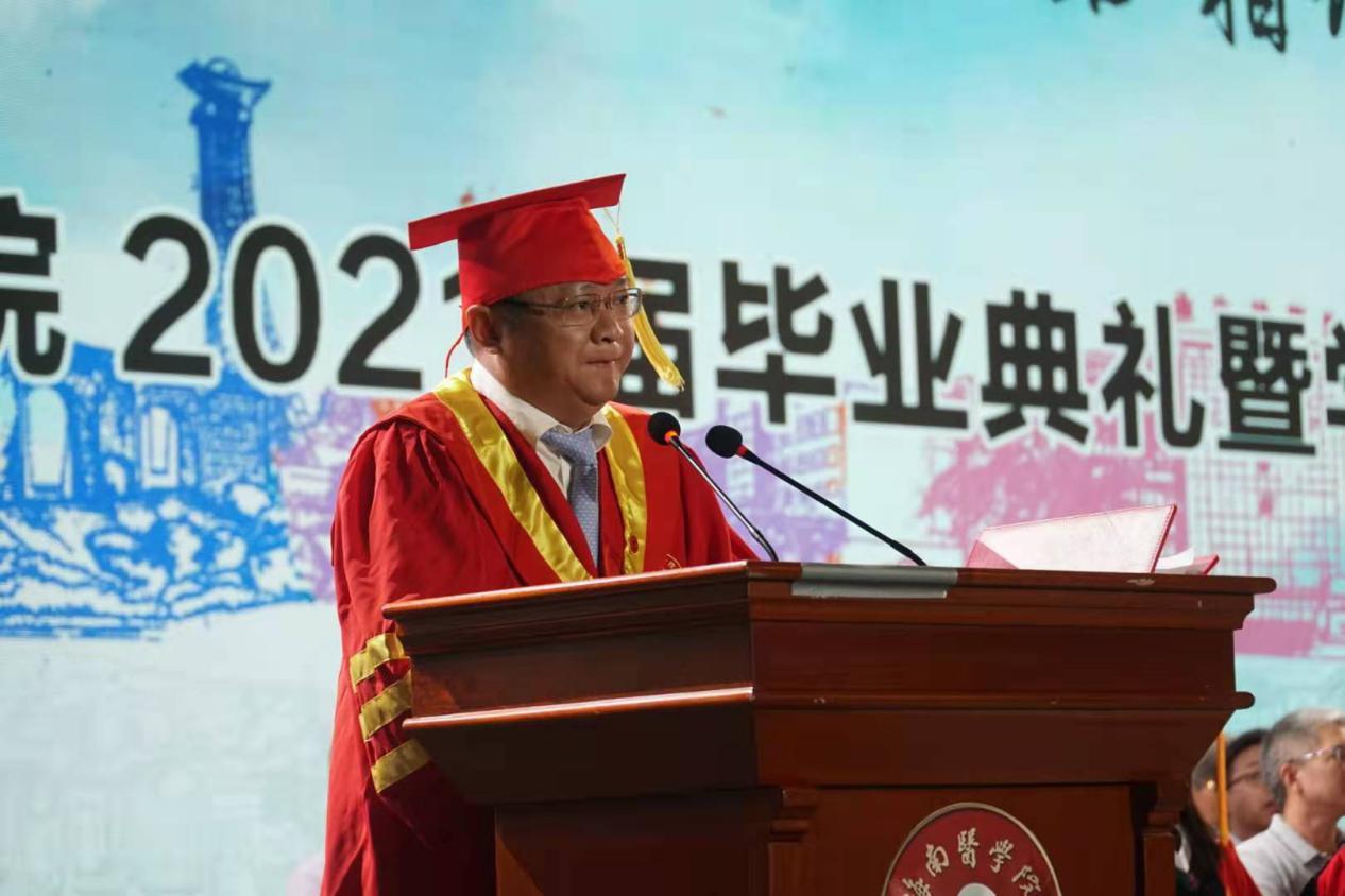 海南医学院党委副书记、校长杨俊致辞