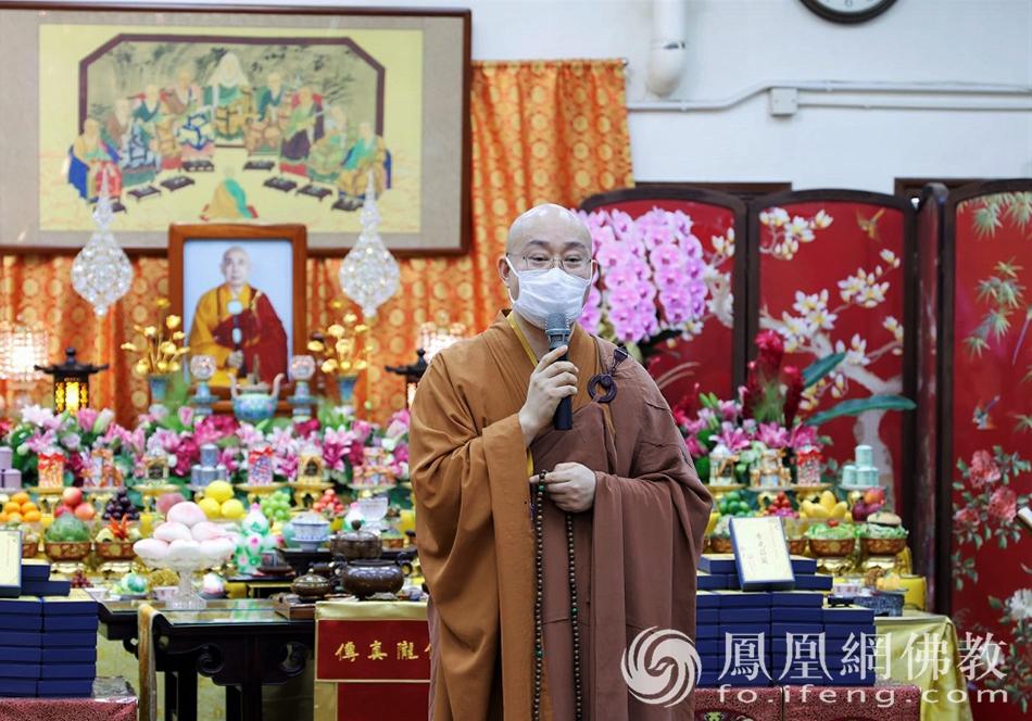 宏明法师为大众开示(图片来源:凤凰网佛教 摄影:李惠筠)