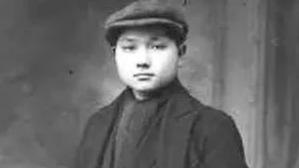 邓小平在法国勤工俭学时遭遇何事,使他下决心走共产主义道路?