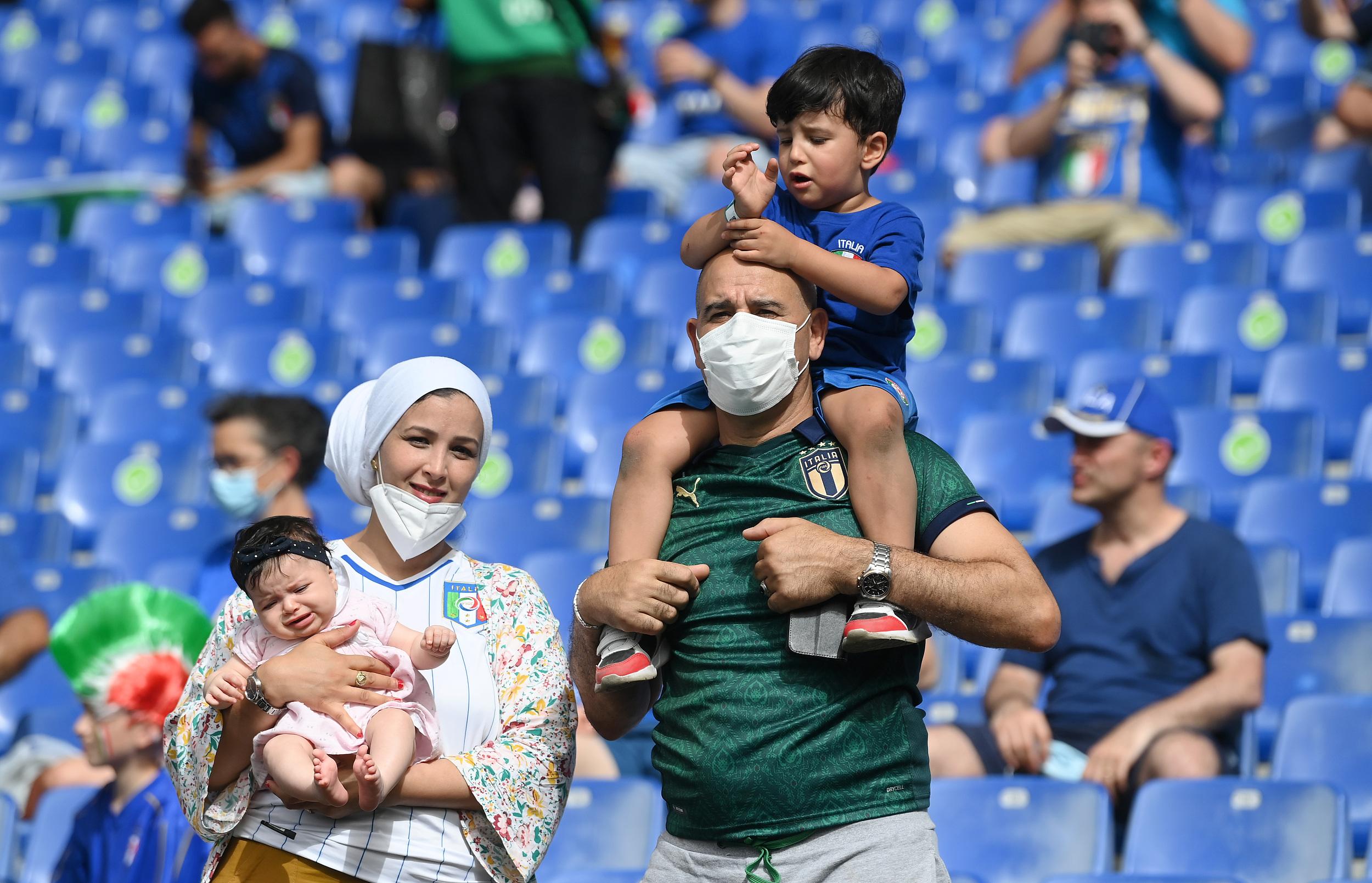 现场观战的意大利球迷。