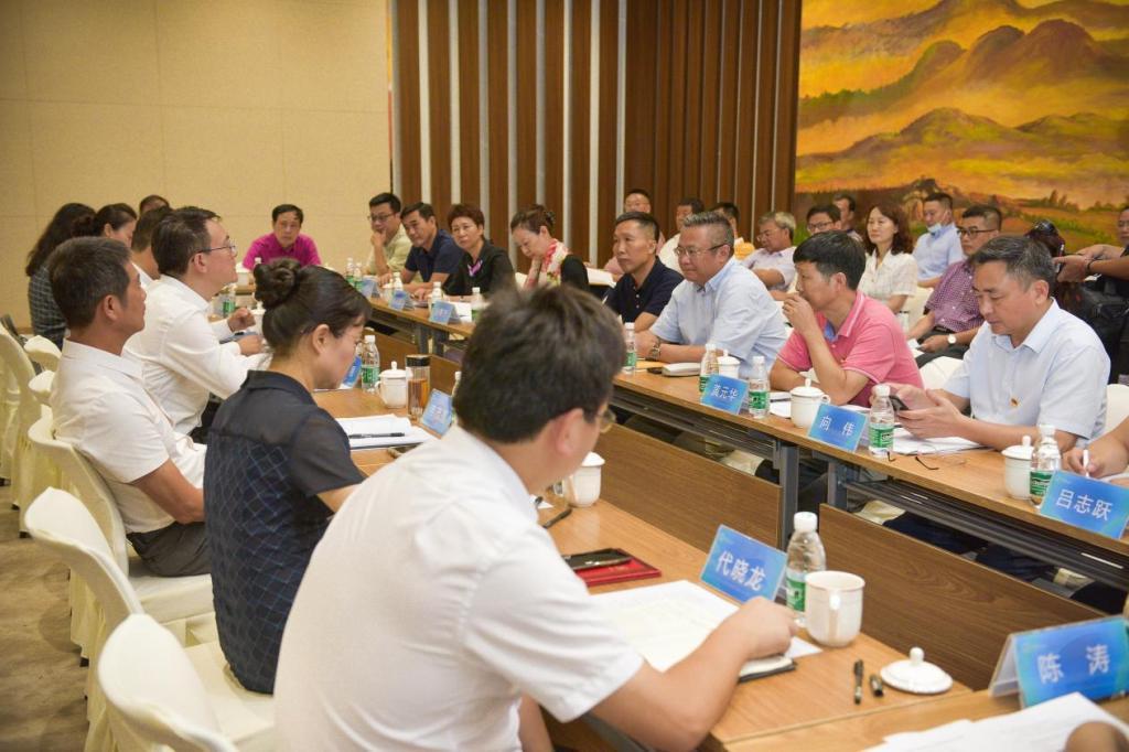 签约仪式后海南医学院与博鳌乐城国际医疗旅游管理局交流座谈