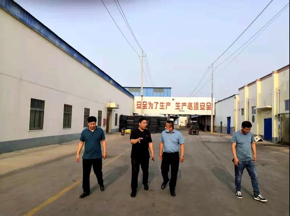 商丘市政府食安办副主任孟锦涛对食品生产企业监督抽查和指导食品安全示范创建工作