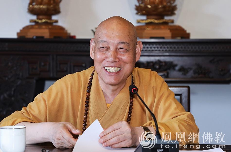 道慈大和尚发言(图片来源:凤凰网佛教 摄影:普陀山佛教协会)