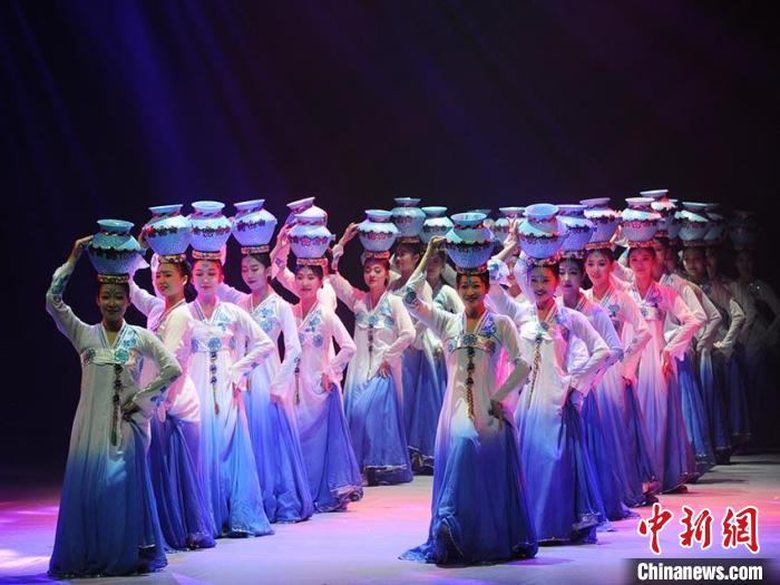 朝鲜族传统顶罐舞 刘栋 摄