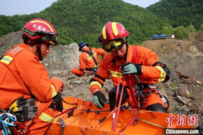 吉林消防开展山岳水域泥石流综合演练
