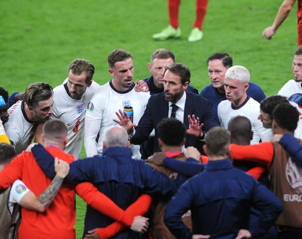 """""""欧洲中国队""""都进欧洲杯决赛了 中国足球的路在哪?"""