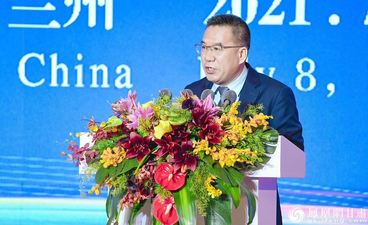 著名经济学家马光远出席第二十七届兰洽会开幕式暨丝绸之路合作发展高端论坛并发表演讲 杨艺锴 摄