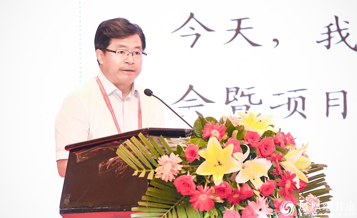 白银市委副书记、市长张旭晨介绍市情并推介项目 杨艺锴 摄