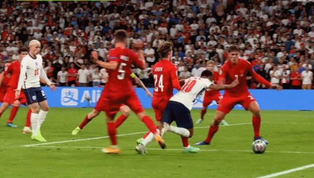 深度:英格兰数据压制但点球存在争议 黑马丹麦昂首出局