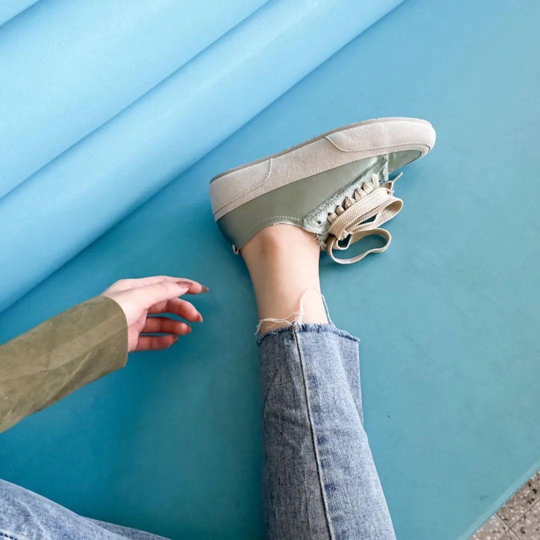 """始于颜值,忠于舒适度,这款""""绸缎""""鞋还能隐形增高"""