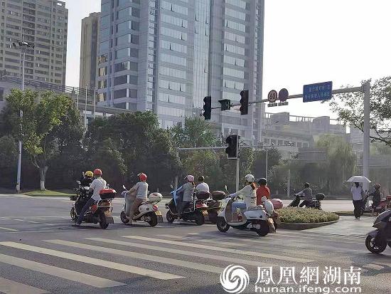 常德城区市民出行戴盔率明显提升