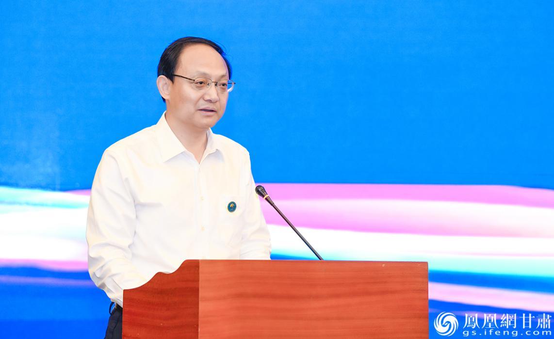 金昌市长王钧在招商引资推介暨项目签约仪式上致辞 杨艺锴 摄