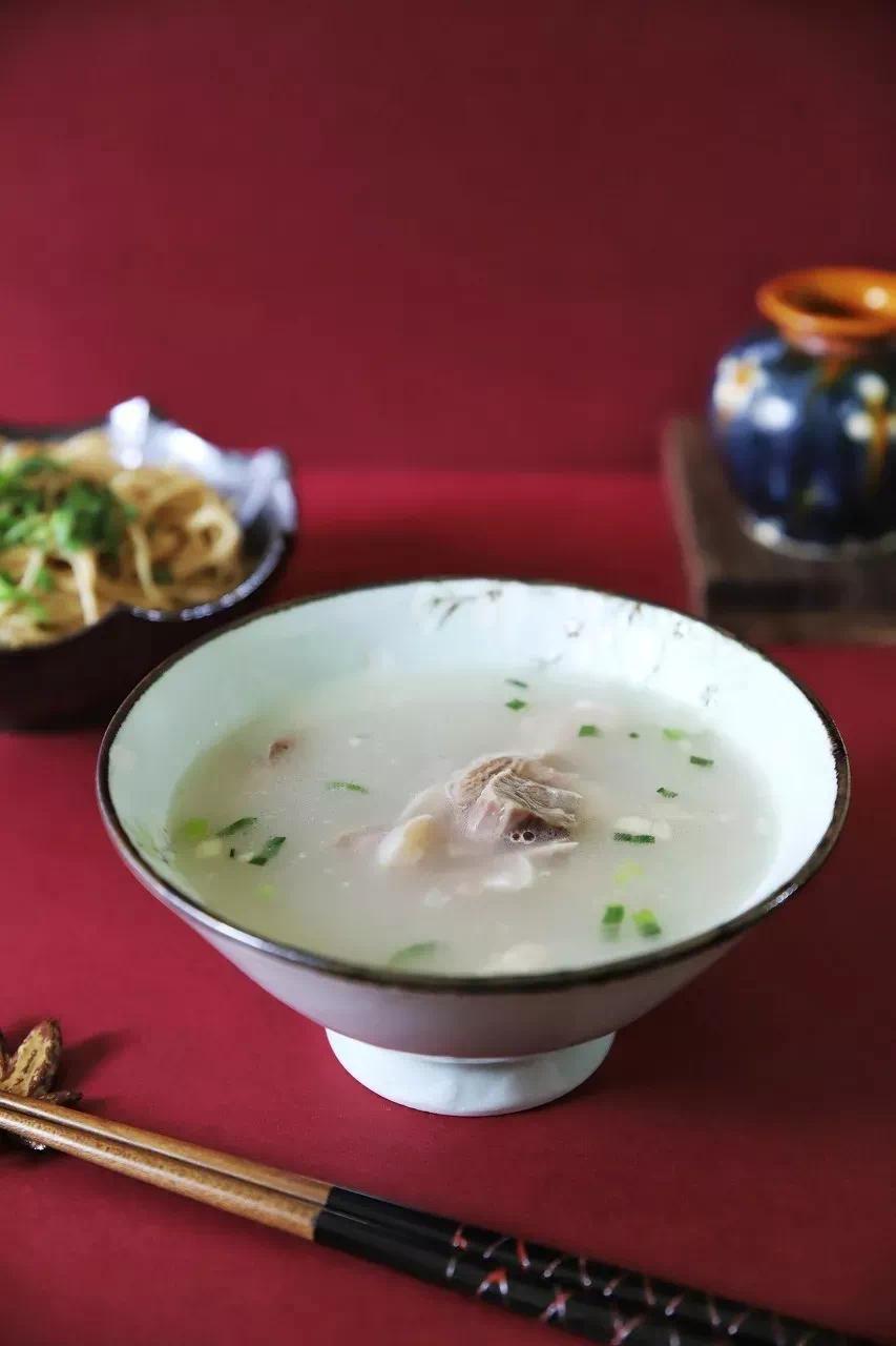 ▲ 苏州的夏天,喝羊汤,赛药方。摄影/小俊_Joanne,图/图虫·创意