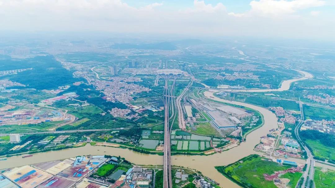 图为:三龙湾南海片区与广州南站对望。摄/宋兹檀